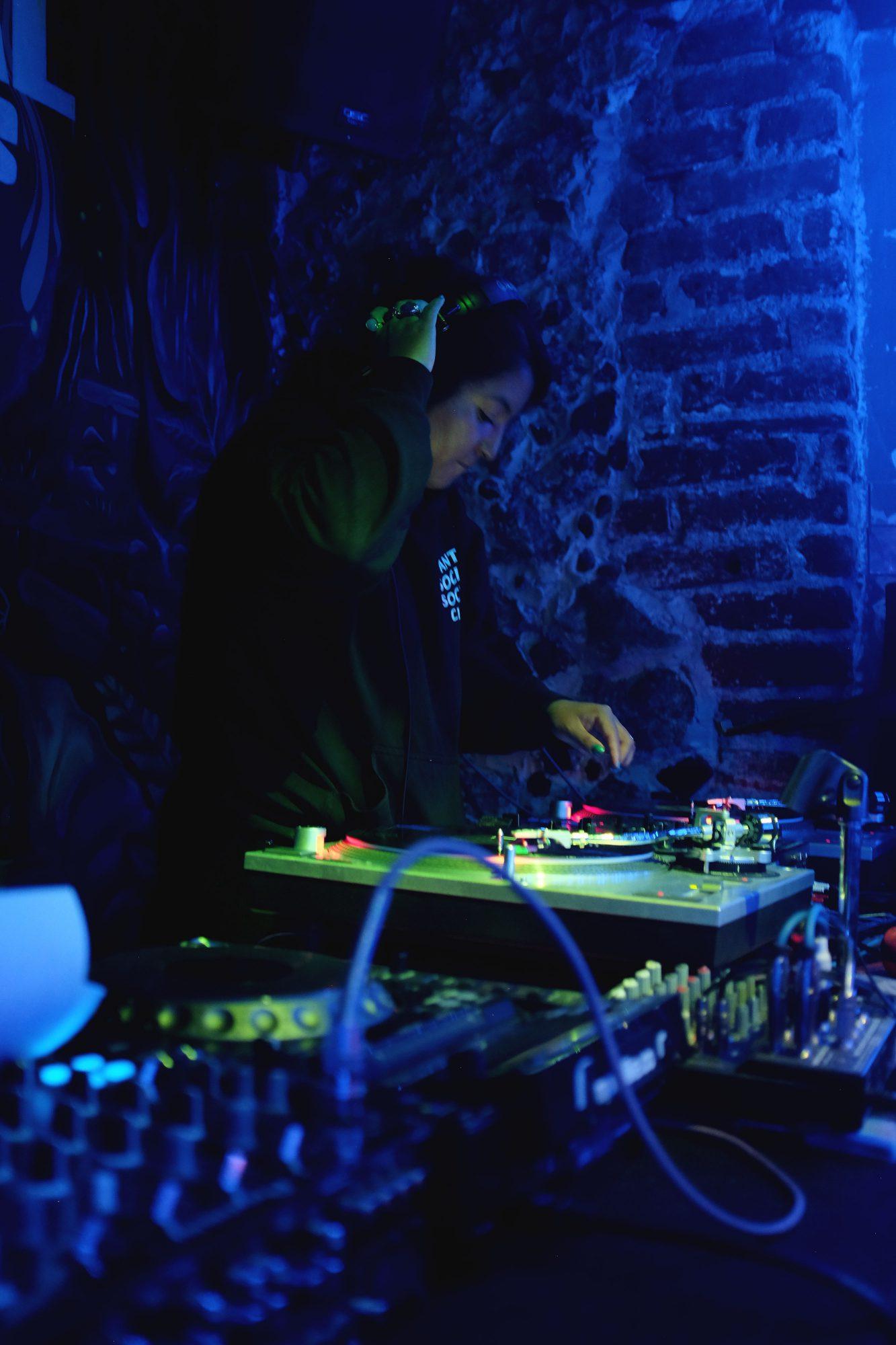 DJ-Invitada-at-Central-Funk-02-MOVELIKE© gallery item